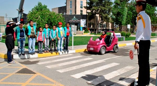 کودکان منطقه 7 آموزش ترافیک می بینند - اجاره خودرو طباطبایی