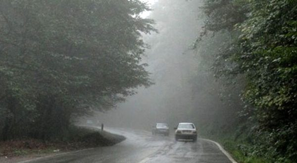 مه غلیظ تردد خودروها را در گردنه های خراسان شمالی کند کرده است - اجاره خودرو طباطبایی
