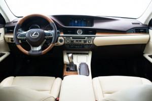 lexus ES 2016 3 300x199 لکسوس ES مدل ۲۰۱۶   اجاره ماشین