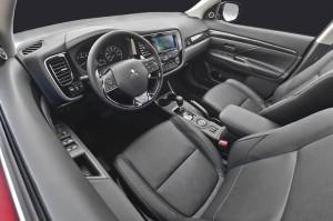 mitsubishi outlander 2016 3 300x199 اوتلندر ۲۰۱۶   اجاره ماشین