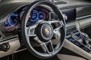 2017 Porsche Panamera steering wheel 600x398 300x199 پانامرا مدل ۲۰۱۷   اجاره ماشین