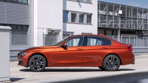 rent car 2017 07 24 04 04 32 300x169 معرفی نسخه سفارشی بامو سری ۳   اجاره ماشین