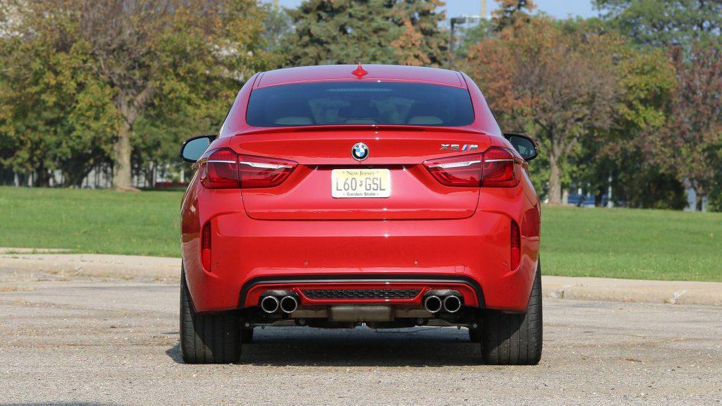 car rent bmw m6 4 1024x576 بیاموایکس۶ام بررسی ومشخصات فنی این خودرو   اجاره ماشین