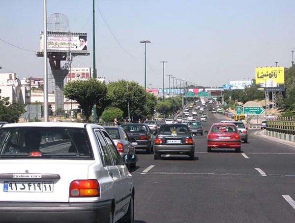 ترافیک نیمه سنگین در باند جنوبی آزاد راه تهران ـ کرج - اجاره خودرو طباطبایی