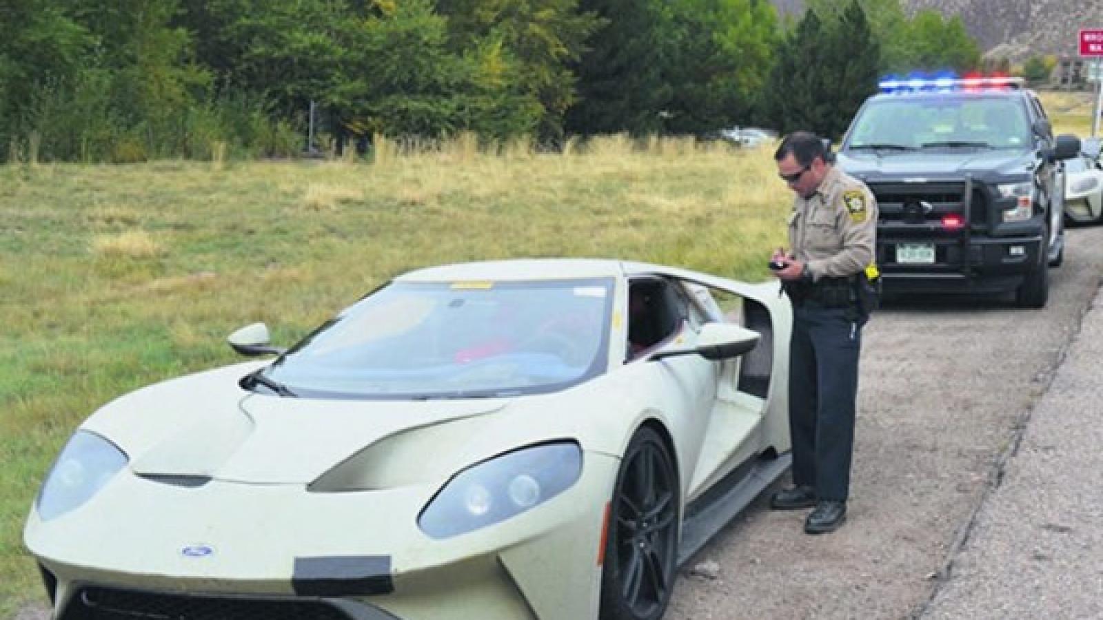 فورد جی تی هنگام انجام آزمایش جاده ای توسط پلیس متوقف شد - اجاره خودرو طباطبایی
