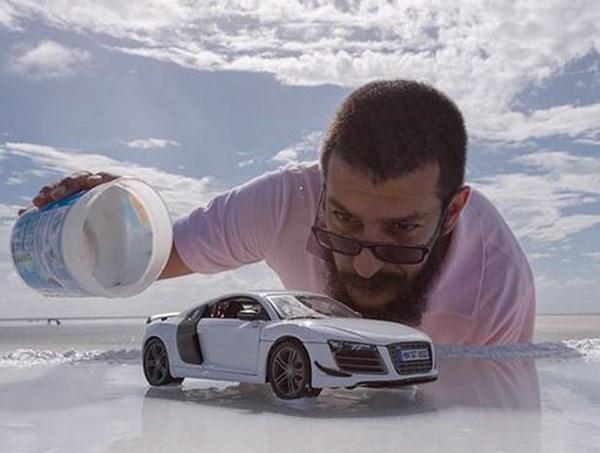 تصاویری از آئودی R8 که با استفاده از ماکت این خودرو ثبت شدهاند - اجاره خودرو طباطبایی