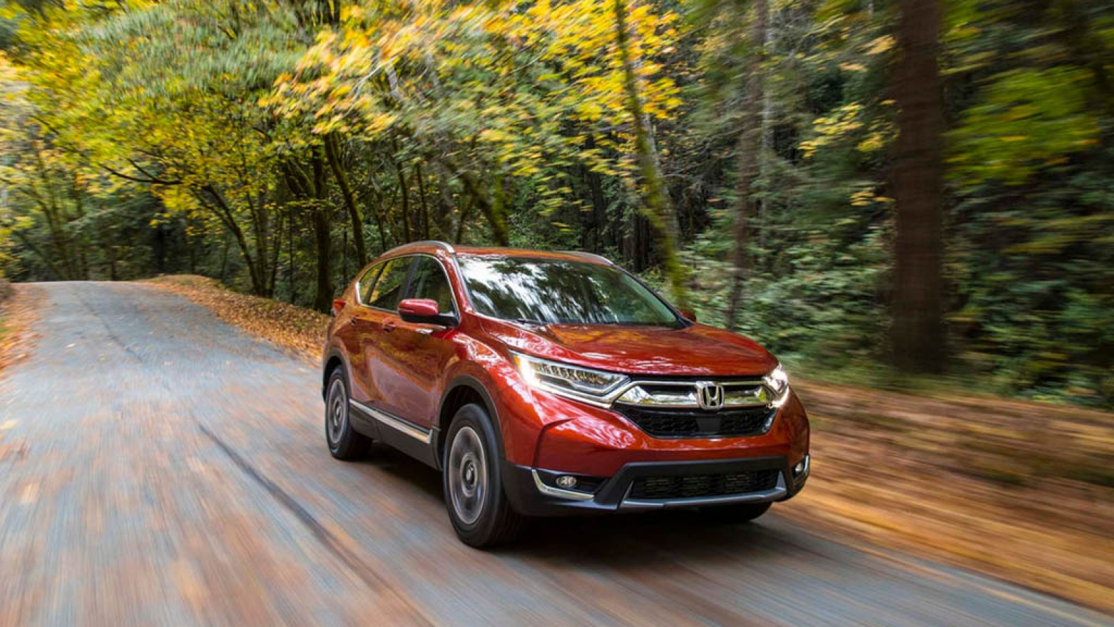 ۲۰۱۷-Honda-CR-V-front-three-quarters-in-motion