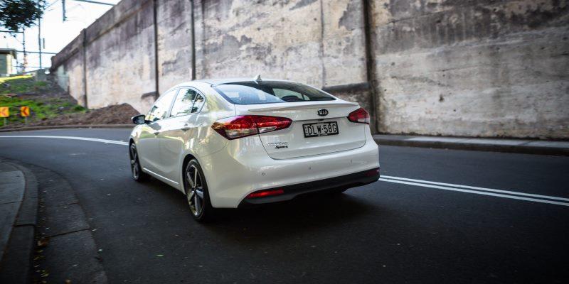 2017 Kia Cerato Sport sedan 37 1 بررسی کیا سراتو اسپورت ۲۰۱۷   اجاره ماشین