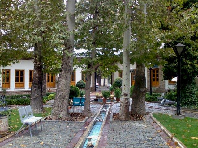 Car rental Garden Iranian Museum 3 اجاره خودرو برای باغ موزه هنر ایرانی   اجاره ماشین