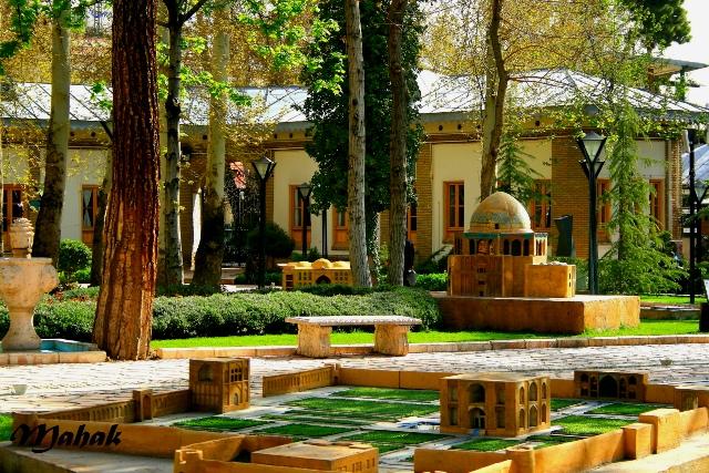 اجاره خودرو برای باغ موزه هنر ایرانی