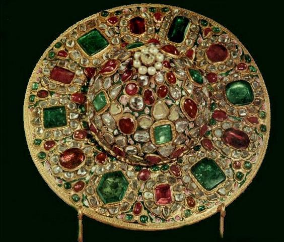 موزه جواهرات ملی ایران با اجاره خودرو -اجاره خودرو-اجاره ماشین