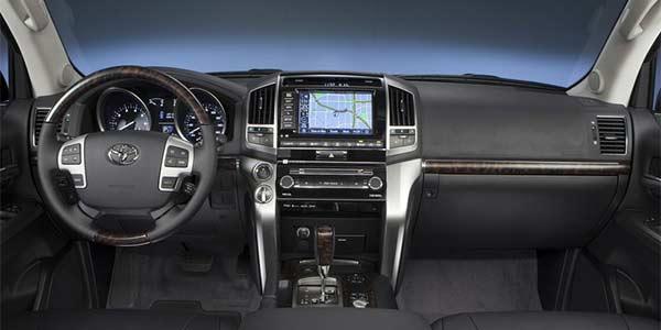 Rent Toyota Land Cruise Car 3 1 e0pysw مقایسه شورولت کوروت و دوج وایپر   اجاره ماشین