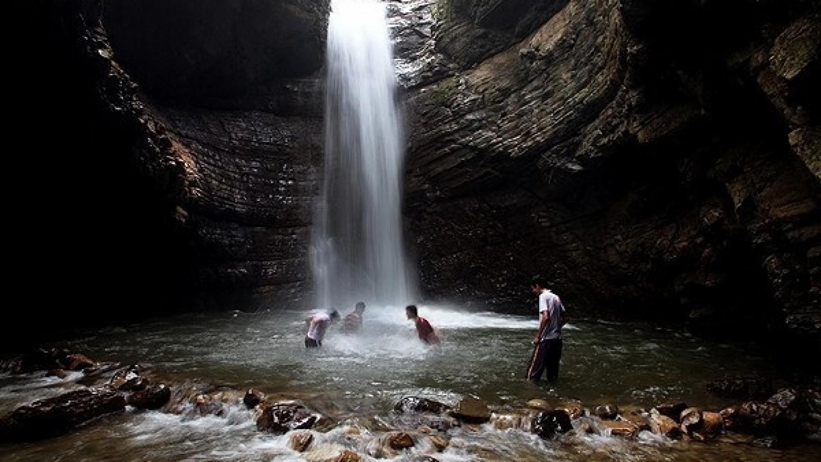 آبشار ویسادار - اجاره خودرو طباطبایی