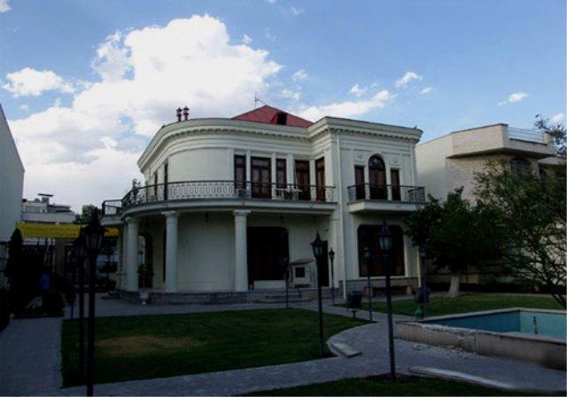 نقاشی پشت شیشه تهران-بررسی کامل این موزه