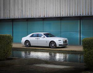 رکورد فروش بامو در نیمه اول سال ۲۰۱۷ - اجاره خودرو