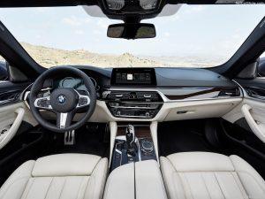 rent car 2017 07 24 22 05 40 amtfqy 300x225 رقبای همیشگی! بامو سری ۵ در برابر مرسدس E کلاس   اجاره ماشین