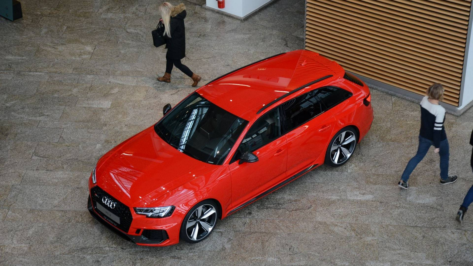 2018 audi rs4 avant misano red آئودی RS4 آوانت ۲۰۱۸ رونمایی شد   اجاره ماشین