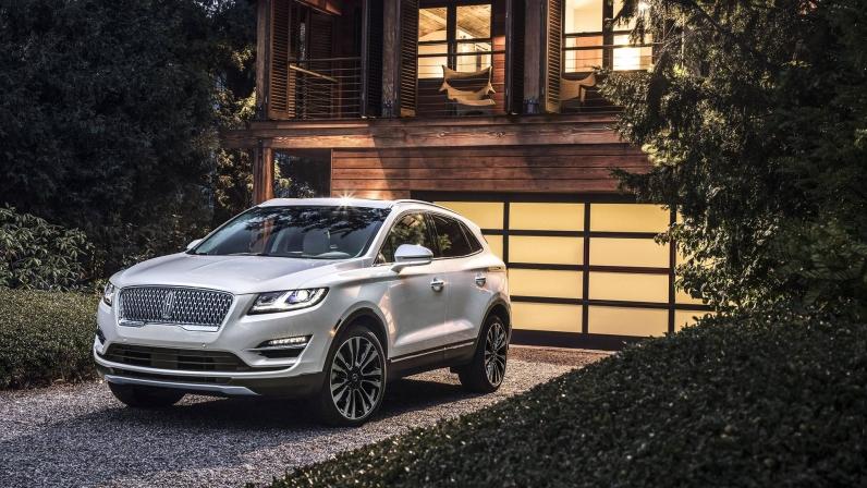 لینکلن MKC Gets A -اجاره ماشین - اجاره خودرولینکلن MKC Gets A -اجاره ماشین - اجاره خودرو