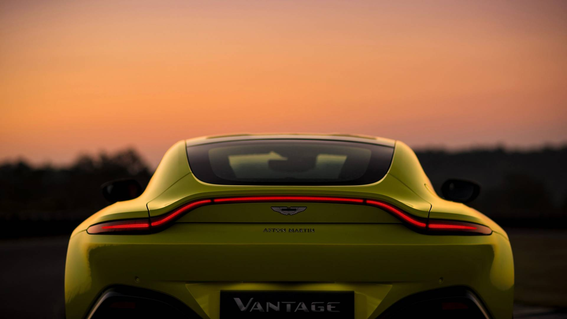 5a1431cd7ec07 2018 aston martin vantage مدل جدید استون مارتین Vantage 503 HP رونمایی کرد   اجاره ماشین