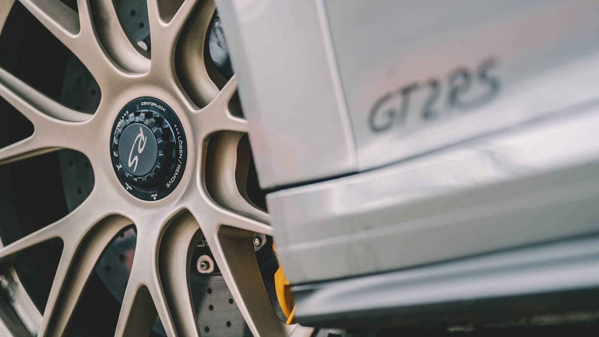پورشه 911 جی تی 2 RS