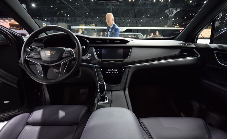 2018 Cadillac XT5 interior کادیلاک XT5 مدل ۲۰۱۸   اجاره ماشین