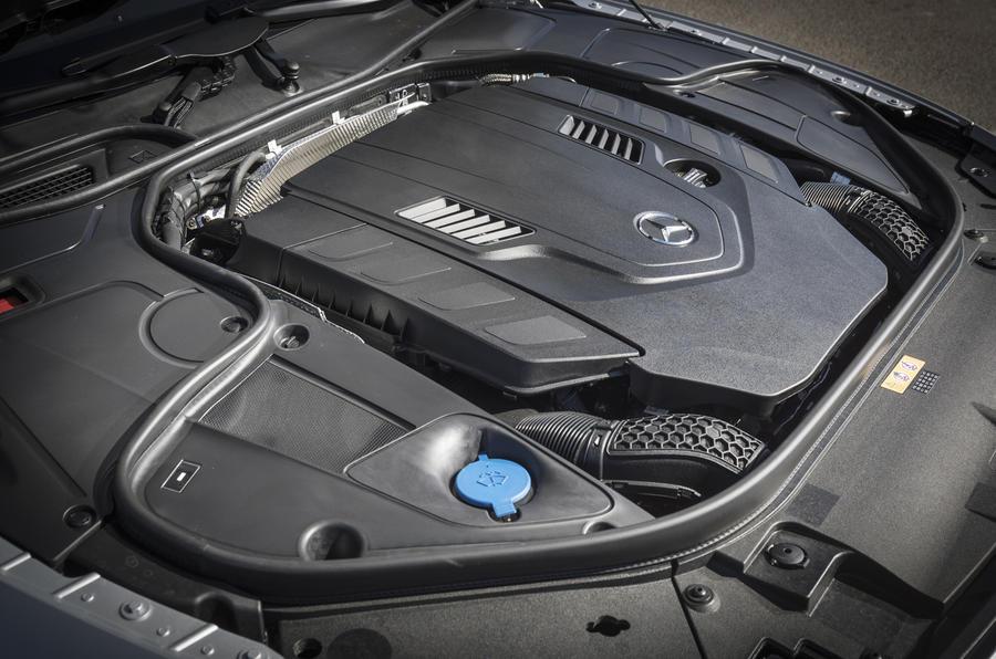 mercedes benz s560 4.0 litre v8 مرسدس بنز S560 کوپه ۲۰۱۷ نقد و بررسی   اجاره ماشین