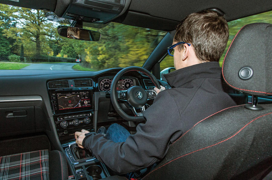 volkswagen golf gti mark tisshaw driving فولکس واگن گلف GTI بررسی و نقد   اجاره ماشین