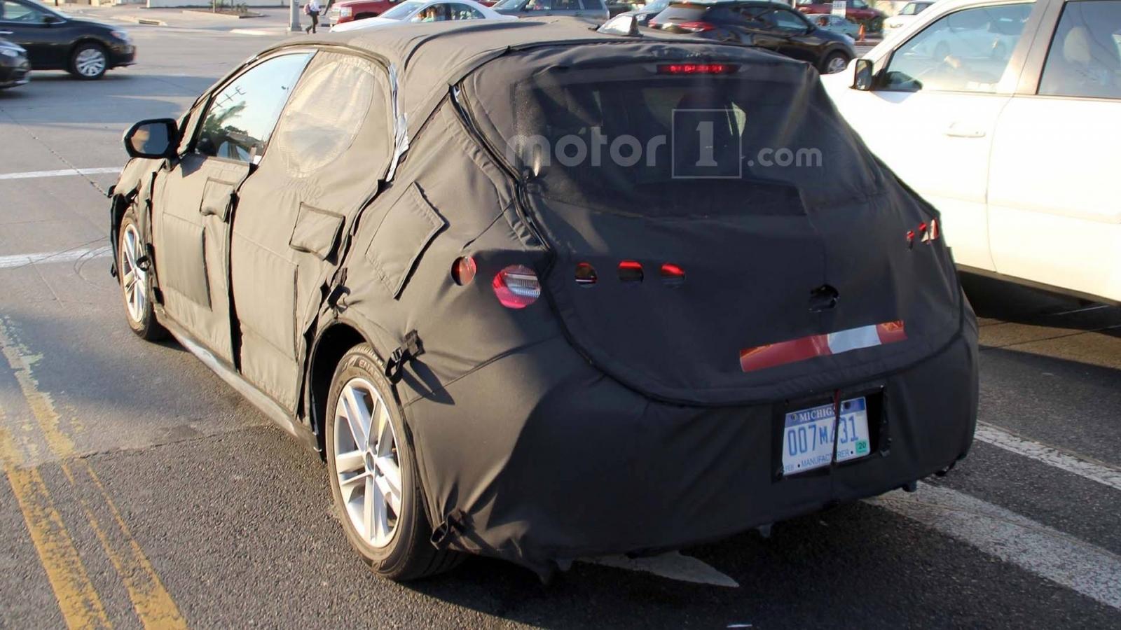 تویوتا آویرس - اجاره ماشین - اجاره خودرو - کرایه ماشین