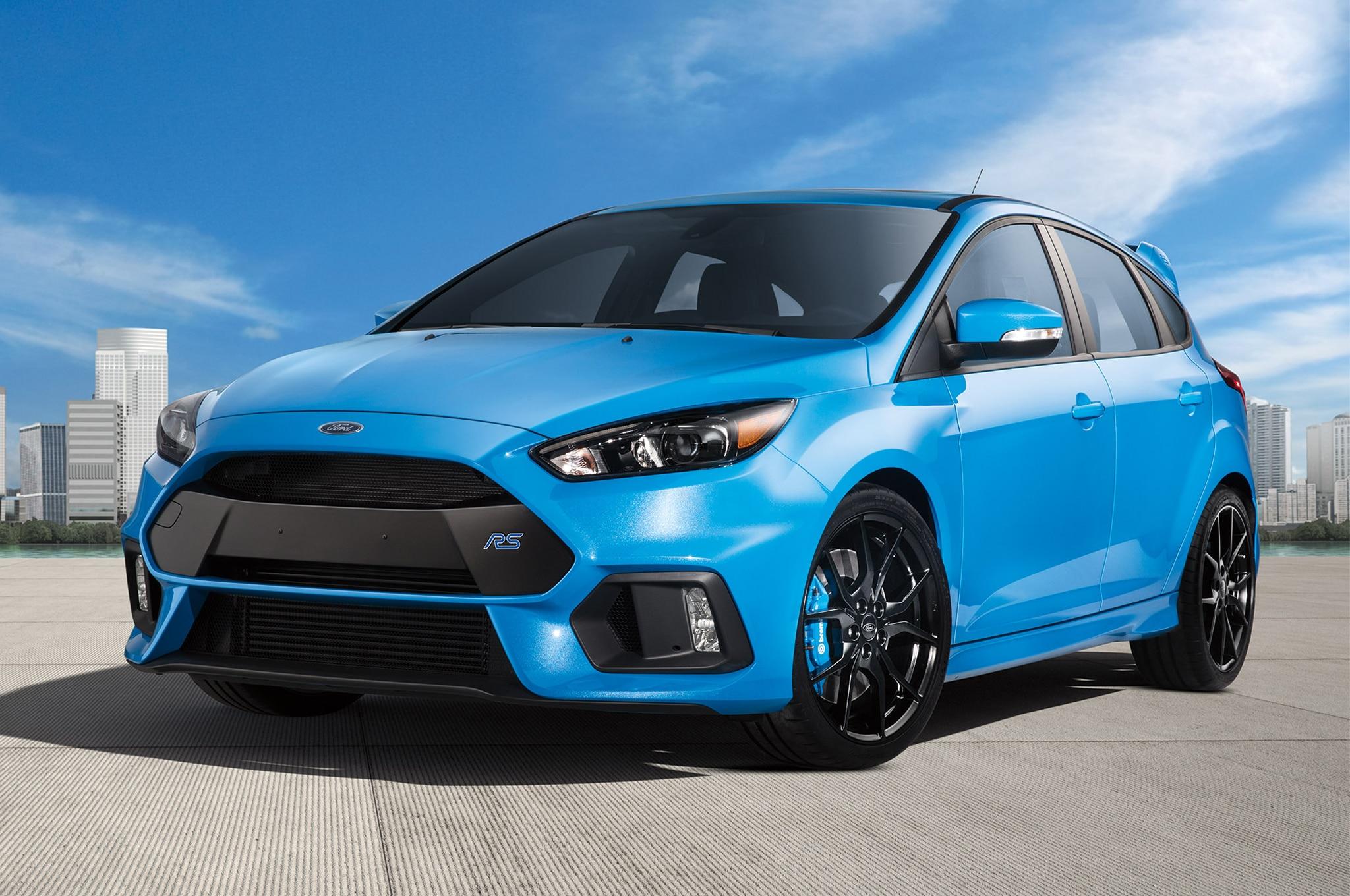 2017 Ford Focus RS front three quarter ارزان ترین تخفیف های اجاره ماشین در ماه   اجاره ماشین
