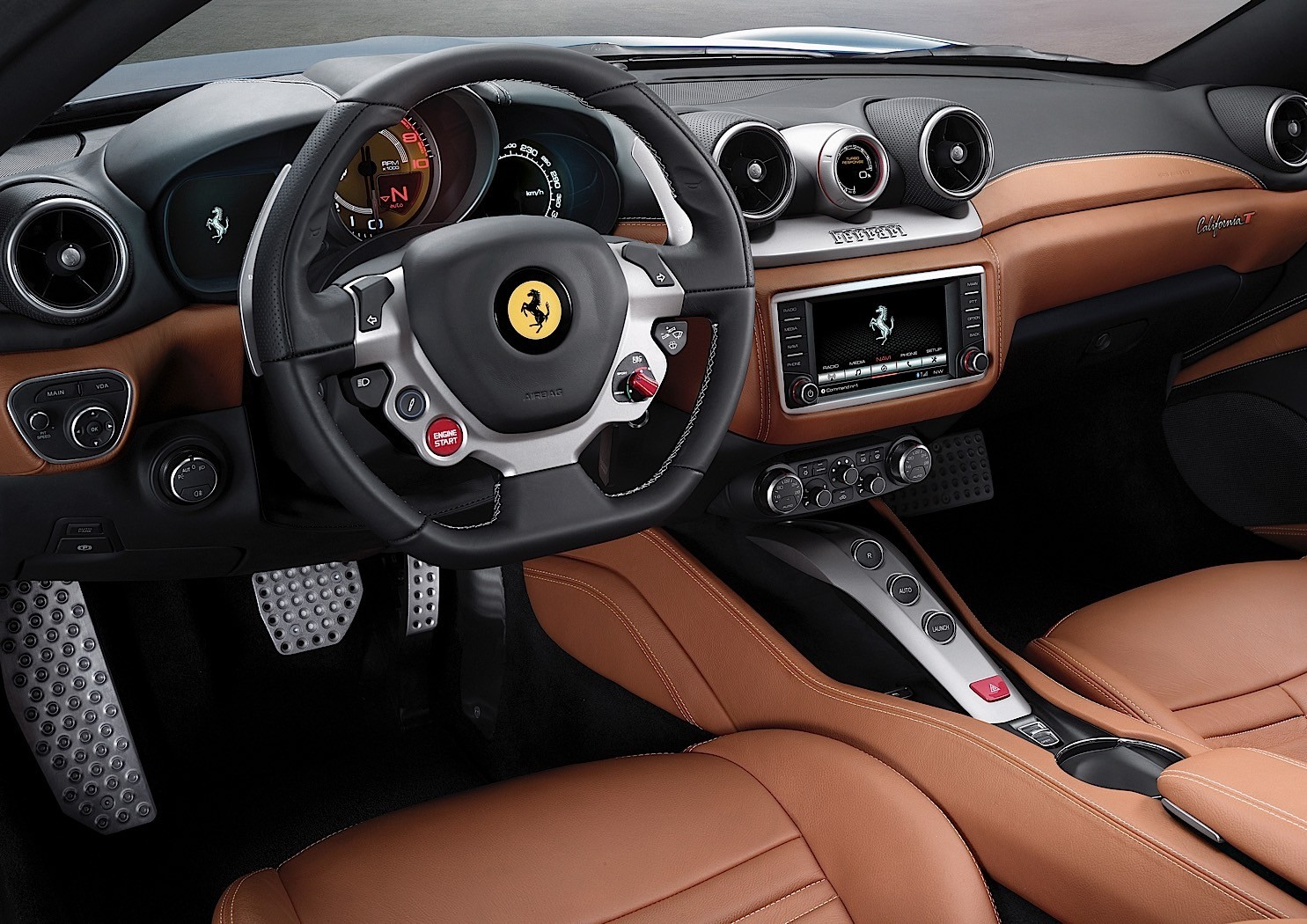 2017 ferrari california t review 56 فراری کالیفرنیا T مدل ۲۰۱۷ نقد و بررسی   اجاره ماشین